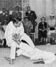 3 – Demonstração de Judo pelos Mestres Correia Pereira e Sebastião Durão perante altas individualidades japonesas e portuguesas, Academia de Judo, Rua de S. Paulo