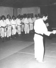 3 – Primeiro estágio de Karate-do dirigido pelo Mestre Tetsuji Murakami, Academia de Budo, 1971