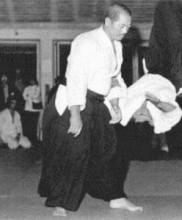 Demonstração de Aikido pelos Mestres Hirokazu Kobayashi e Honda Doshu Academia de Budo, 1972