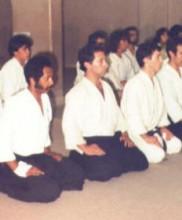 Primeira cerimónia evocativa da figura do Mestre Correia Pereira, no primeiro aniversário do seu falecimento, Dezembro de 1983 Da esquerda para a direita: Said Ali, José Araújo, Manuel Barroso