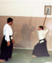 2 – Primeira cerimónia evocativa da figura do Mestre Correia Pereira, no primeiro aniversário do seu falecimento, Dezembro de 1983 Demonstração de Aikido por João Luís e José Araújo