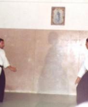 1 – Primeira cerimónia evocativa da figura do Mestre Correia Pereira, no primeiro aniversário do seu falecimento, Dezembro de 1983 Demonstração de Aikido por João Luís e José Araújo